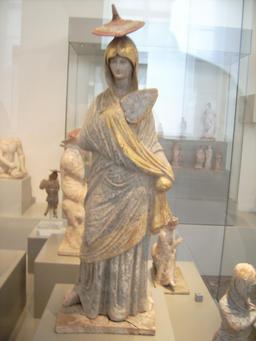 Statuette Tanagra. Source : http://data.abuledu.org/URI/530f039b-statuette-tanagra