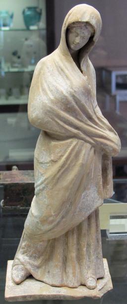Statuette tanagra. Source : http://data.abuledu.org/URI/530f048b-statuette-tanagra