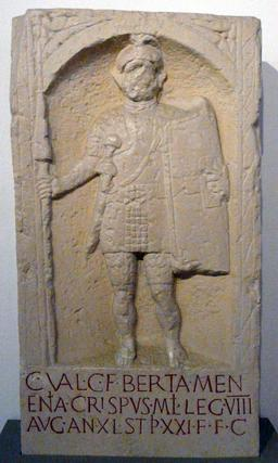 Stèle de soldat romain. Source : http://data.abuledu.org/URI/56eaea15-stele-de-soldat-romain