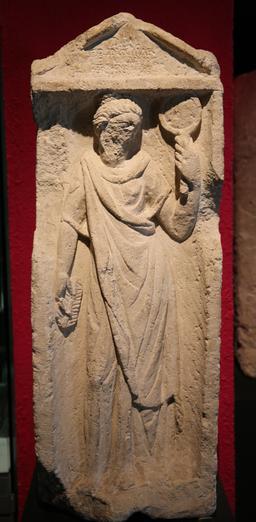 Stèle de Tarquinia Priscilla à Burdigala. Source : http://data.abuledu.org/URI/55592076-stele-de-tarquinia-priscilla-a-burdigala