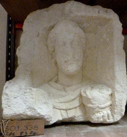 Stèle funéraire à Bordeaux. Source : http://data.abuledu.org/URI/5587a338-stele-funeraire-a-bordeaux