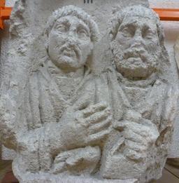 Stèle funéraire à Bordeaux. Source : http://data.abuledu.org/URI/5587a671-stele-funeraire-a-bordeaux