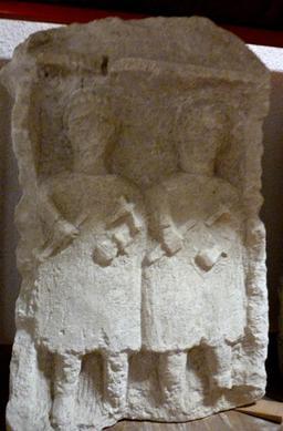 Stèle funéraire à Bordeaux. Source : http://data.abuledu.org/URI/5587b866-stele-funeraire-a-bordeaux