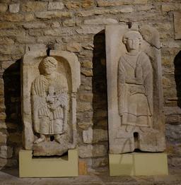 Stèles funéraires au musée de Dijon. Source : http://data.abuledu.org/URI/56cf9600-steles-funeraires-au-musee-de-dijon