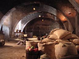 Stockage alimentaire dans un monastère espagnol. Source : http://data.abuledu.org/URI/50bb2fe9-stockage-alimentaire-dans-un-monastere-espagnol