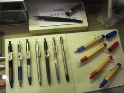 Stylos et stylos à bille. Source : http://data.abuledu.org/URI/531c8332-stylos-et-stylos-a-bille