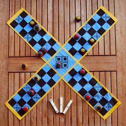 Tablier du jeu indien de Pachisi. Source : http://data.abuledu.org/URI/551209bb-tablier-du-jeu-indien-de-pachisi