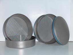 Tamis métalliques. Source : http://data.abuledu.org/URI/5101acf3-tamis-metalliques