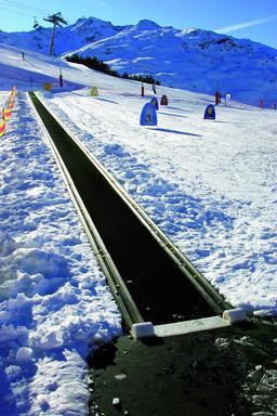 Tapis roulant en montagne. Source : http://data.abuledu.org/URI/53ae8f6c-tapis-roulant-en-montagne