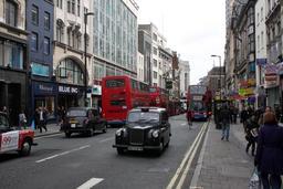 Taxis et autobus londoniens. Source : http://data.abuledu.org/URI/52b95d8a-taxis-et-autobus-londoniens