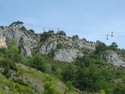 Téléphérique de transport du talc à Luzenac. Source : http://data.abuledu.org/URI/520cee07-telepherique-de-transport-du-talc-a-luzenac