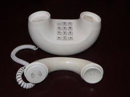 Téléphone des années 60. Source : http://data.abuledu.org/URI/50180fdf-telephone-annees-60