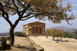 Temple de Concordia à Agrigente en Sicile. Source : http://data.abuledu.org/URI/54de6708-temple-de-concordia-a-agrigente-en-sicile