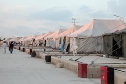 Tentes d'un camp de réfugiés. Source : http://data.abuledu.org/URI/51fc14f7-tentes-d-un-camp-de-refugies