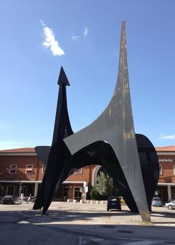 Teodelapio de Calder à Spoleto. Source : http://data.abuledu.org/URI/541eeebc-teodelapio-de-calder-a-spoleto