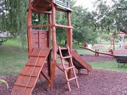 Terrain de jeux pour enfants. Source : http://data.abuledu.org/URI/5314b7ec-terrain-de-jeux-pour-enfants
