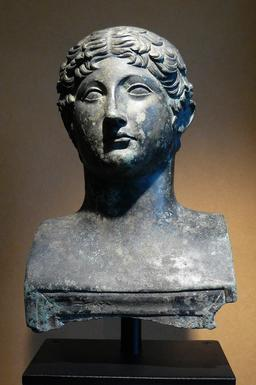 Tete de jeune bordelais romain. Source : http://data.abuledu.org/URI/5401f0cf-tete-de-jeune-bordelais-romain