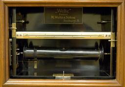 Tête de lecture d'un piano mécanique. Source : http://data.abuledu.org/URI/53b55535-tete-de-lecture-d-un-piano-mecanique