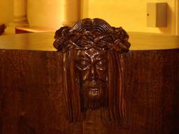 Tête en bois. Source : http://data.abuledu.org/URI/506369a1-tete-en-bois