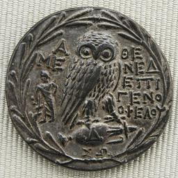 Tétradrachme athénien en argent. Source : http://data.abuledu.org/URI/50c64278-tetradrachme-athenien-en-argent