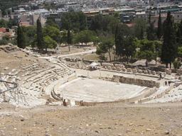 Théâtre de Dionysos sur l'Acropole d'Athènes. Source : http://data.abuledu.org/URI/5090477f-theatre-de-dionysos-sur-l-acropole-d-athenes