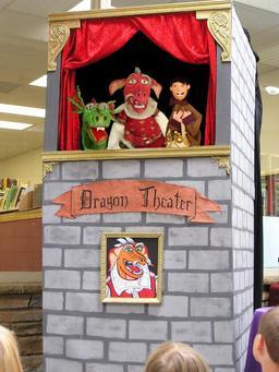 Théâtre de marionnettes du dragon. Source : http://data.abuledu.org/URI/50e96ea2-theatre-de-marionnettes-du-dragon