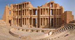 Théatre antique restauré de Sabratha . Source : http://data.abuledu.org/URI/552e3e2d-theatre-de-sabratha-