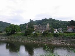 Tintern Abbey au bord de la River Wye. Source : http://data.abuledu.org/URI/5654c482-tintern-abbey-au-bord-de-la-river-wye