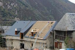 Toit d'ardoise dans le village de Sailhan, vallée d'Aure. Source : http://data.abuledu.org/URI/54b82c90-toit-d-ardoise-dans-le-village-de-sailhan-vallee-d-aure
