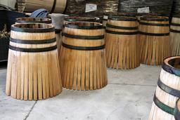 Tonneaux avant la chauffe. Source : http://data.abuledu.org/URI/51dbd0a6-tonneaux-avant-la-chauffe