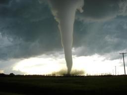 Tornade. Source : http://data.abuledu.org/URI/501e3f24-tornade