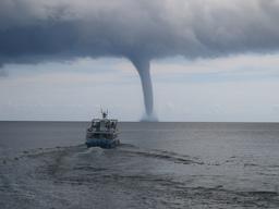Tornade marine. Source : http://data.abuledu.org/URI/52c7ce2b-tornade-marine