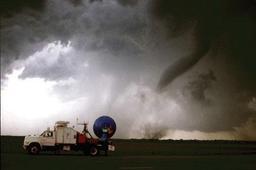 Tornade observée par un radar météorologique mobile. Source : http://data.abuledu.org/URI/5232daac-tornade-observee-par-un-radar-meteorologique-mobile-