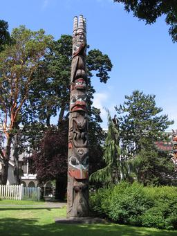 Totem haida en Colombie Britannique. Source : http://data.abuledu.org/URI/540a0593-totem-haida-en-colombie-britannique