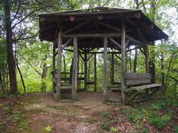 Tour de détente hexagonale en bois. Source : http://data.abuledu.org/URI/517fe8eb-tour-de-detente-hexagonale-en-bois