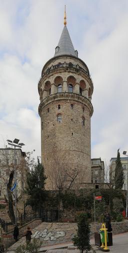 Tour de Galata à Istanbul. Source : http://data.abuledu.org/URI/59daa0c6-tour-de-galata-a-istanbul
