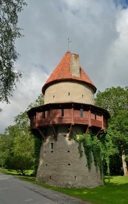 Tour du château de Kiiu en Estonie. Source : http://data.abuledu.org/URI/551364a3-tour-du-chateau-de-kiiu-en-estonie
