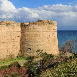 Tour du château de Kyrenia. Source : http://data.abuledu.org/URI/58cdf6c4-tour-du-chateau-de-kyrenia