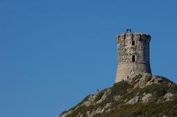 Tour génoise Castellucio en Corse. Source : http://data.abuledu.org/URI/51ca98b9-tour-genoise-castellucio-en-corse