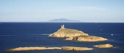 Tour génoise des îles Finocchiarola. Source : http://data.abuledu.org/URI/51d20594-tour-genoise-des-iles-finocchiarola