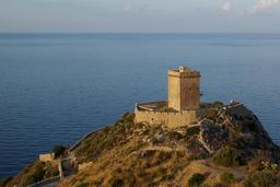 Tour normande d'Altavilla Milicia en Sicile. Source : http://data.abuledu.org/URI/54de680d-tour-normande-d-altavilla-milicia-en-sicile