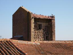 Tour-pigeonnier dans le Gers. Source : http://data.abuledu.org/URI/536b9a28-tour-pigeonnier-dans-le-gers