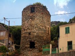 Tour ronde de Quercioli à Rogliano. Source : http://data.abuledu.org/URI/51d1d587-tour-ronde-de-quercioli-a-rogliano