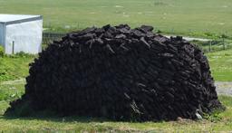 Tourbe à Ness dans les Hébrides. Source : http://data.abuledu.org/URI/54120eca-tourbe-a-ness-dans-les-hebrides