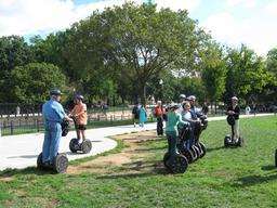 Tourisme sur gyropode à Washington. Source : http://data.abuledu.org/URI/58581af7-tourisme-sur-gyropode-a-washington