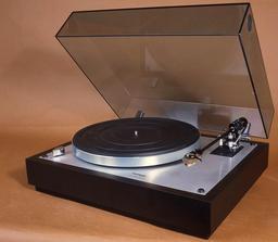 Tourne-disque. Source : http://data.abuledu.org/URI/52483cdc-tourne-disque