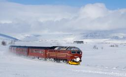 Train de la ligne du Nordland sous la neige. Source : http://data.abuledu.org/URI/52ce8cdd-train-de-la-ligne-du-nordland-sous-la-neige