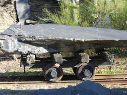 Transport du schiste sur wagonnet à Trélazé. Source : http://data.abuledu.org/URI/58b34054-transport-du-schiste-sur-wagonnet-a-trelaze