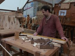 Travail du bois. Source : http://data.abuledu.org/URI/55de08ec-travail-du-bois