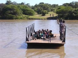 Traversée de l'Insiza au Zimbabwe. Source : http://data.abuledu.org/URI/52d2d21f-traversee-de-l-insiza-au-zimbabwe